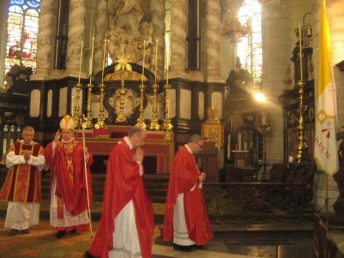 Cardinal Eijk, messe, bénédiction, Vatican II, Anvers, forme ordinaire, crosse, archevêque, Utrecht
